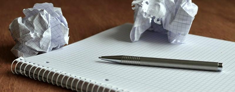 Foglio di carta e biro