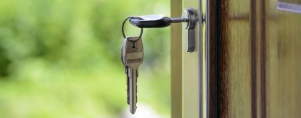 portone e chiavi di casa
