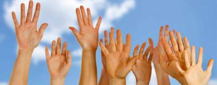 Mani verso il cielo